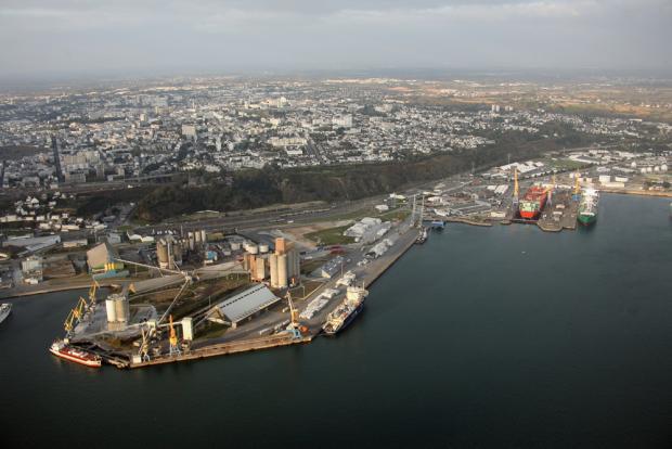 Le port de brest en premi re ligne espace des sciences - Restaurant port de commerce brest ...
